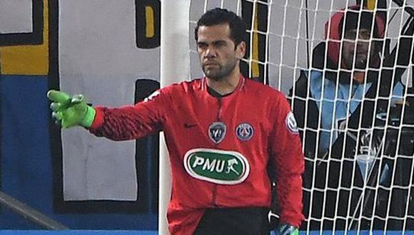 Con Dani Alves como arquero en los minutos finales, PSG derrotó 4-1 al Sochaux y accedió a los cuartos de final de la Copa de Francia. (@PSG_inside)