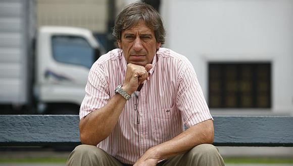 Germán Leguía criticó que la dirigencia de Universitario quiera contratar a Diego Forlán. (Eruck Nazario)