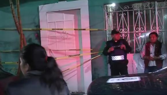 Los vecinos pudieron rescatar a los niños que se encontraban atrapados al interior. (Captura de TV)