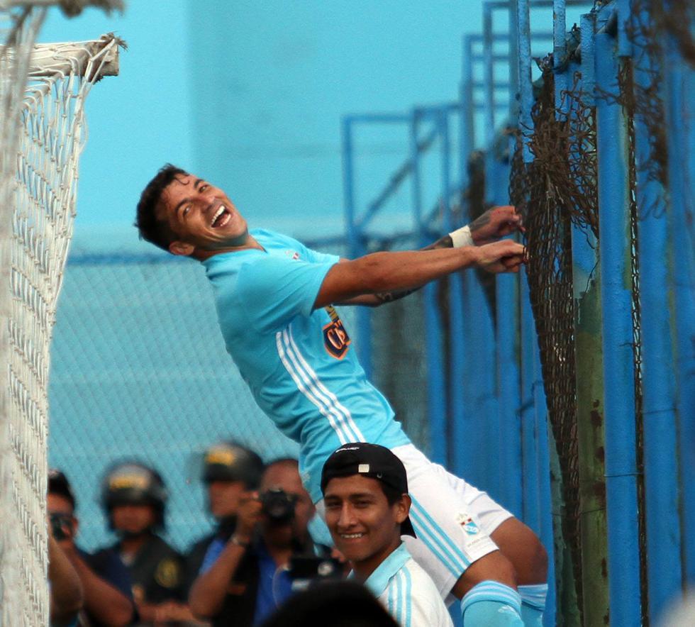 Costa deberá esperar un par de semanas para recibir su Documento Nacional de Identidad (DNI) y quedar habilitado como peruano para asumir funciones con Sporting Cristal.(@CSCristal)