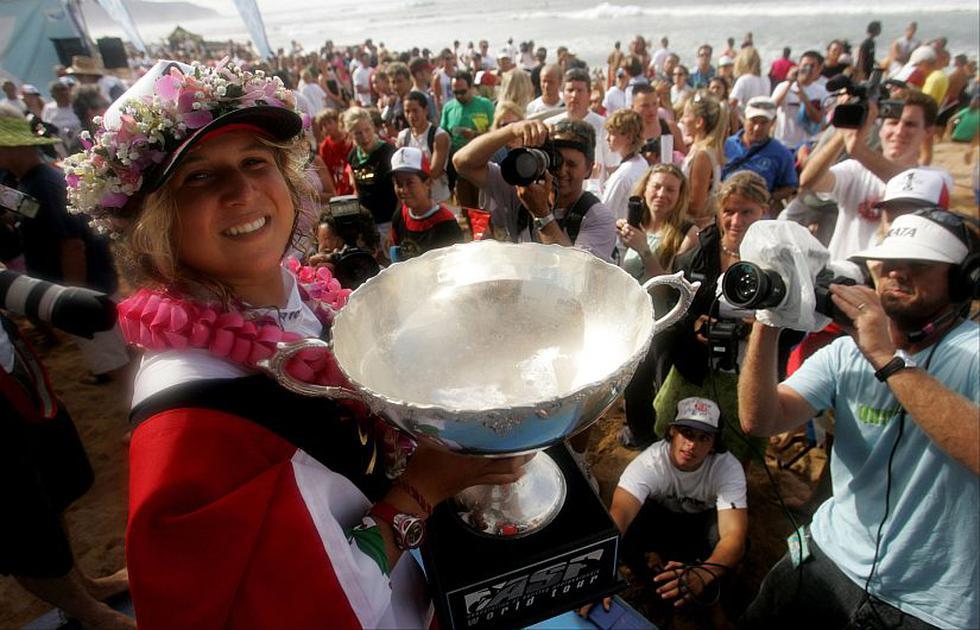 2004: Campeona mundial del Tour WCT tras ganar tres de las ocho fechas del torneo. 1er lugar en el ISA World Surfing Games en Ecuador. (Renzo Giraldo)