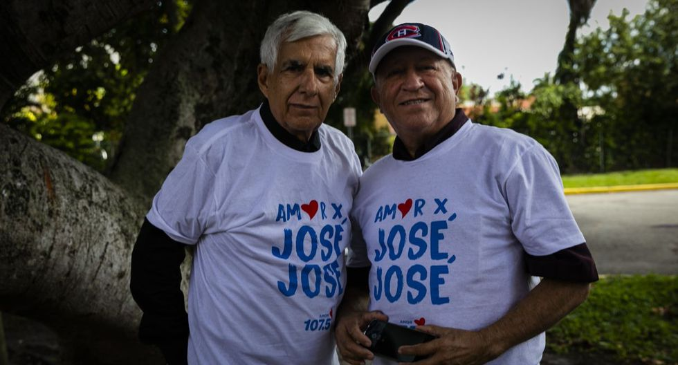 Fans pose for a picture outside of the Miami-Dade County Auditorium during a public funeral for the late singer Jose Jose in Miami, Florida on October 6, 2019. - The artist born Jose Romulo Sosa Ortiz, who died last Saturday at age 71, is being honored at a funeral home southeast of Miami. (Photo by Eva Marie UZCATEGUI / AFP)