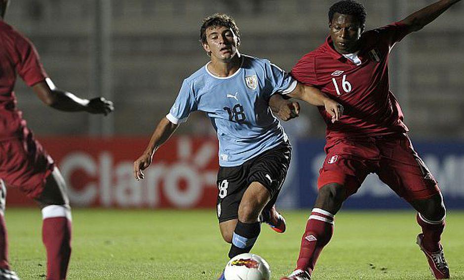 Max Barrios durante el partido que disputó contra Uruguay. (AFP)