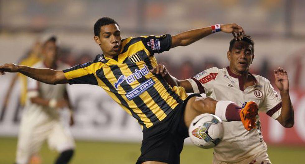Universitario empató 3-3 con The Strongest en debut de 'Chemo' del Solar. (AP)