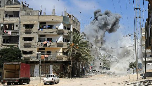Israel bombardea edificios en Gaza. (EFE)