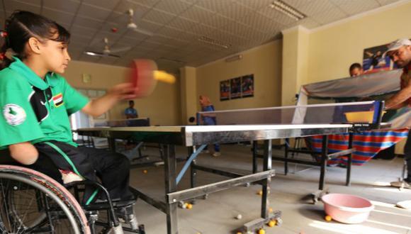 Ella es Nejla, la niña mutilada por una bomba que quiere competir en los Juegos Paralímpicos. (AFP)