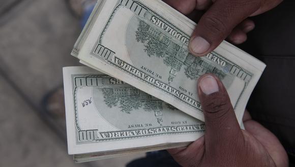 El dólar cayó hasta los S/ 3.335 durante la sesión porque los bancos recortaron sus posiciones en dólares. (Foto: GEC)
