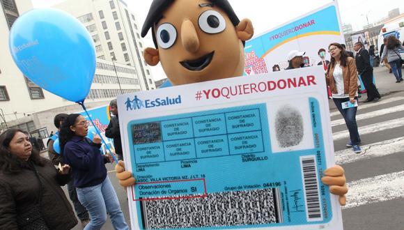 El titular de EsSalud exhortó a la población a sumarse a las campañas de donación. Foto: EsSalud