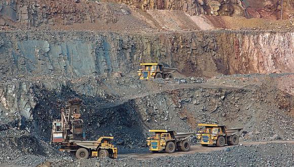 Los gobiernos subnacionales dejan de invertir en obras S/1,830 millones en promedio cada año. El Instituto de Ingenieros de Minas dice que falta una óptima distribución de recursos en regiones.   (Foto: Bloomberg)