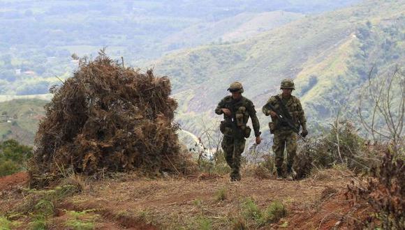 Los efectivos fueron atacados desde la parte alata de una montaña. (AP)