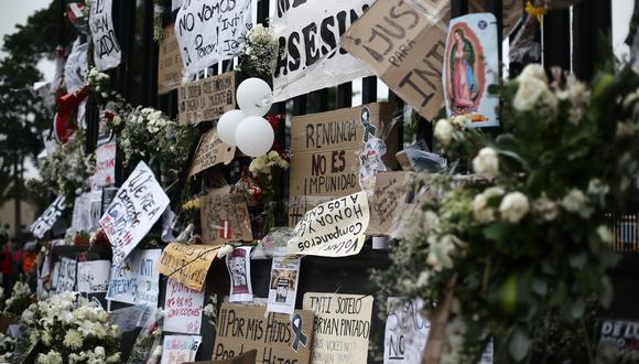 Homenaje a los jóvenes fallecidos durante la marcha nacional. (Foto: El Comercio).