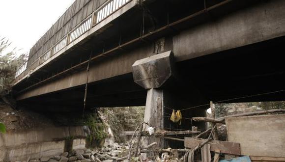Puente Dueñas, que une el Cono Norte con el Cercado de Lima, luce abandonado. (David Vexelman)