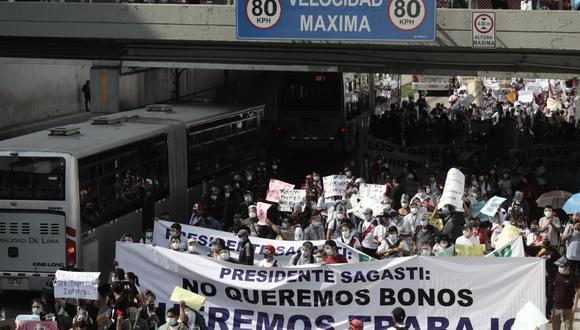 Trabajadores tomaron la Vía Expresa. Fotos: Jessica Vicente/@photo.gec