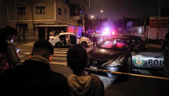En 10 segundos los atacantes hicieron 14 disparos contra los ocupantes de automóvil color blanco, según el parte policial. (Foto: Joel Alonzo)