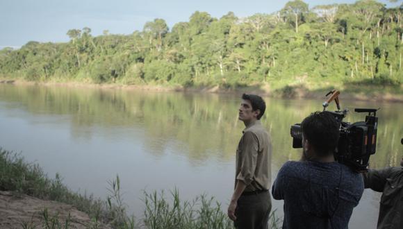 Frente al río se encuentra Stefano Tosso, quien interpreta al poeta peruano Javier Heraud (Difusión).
