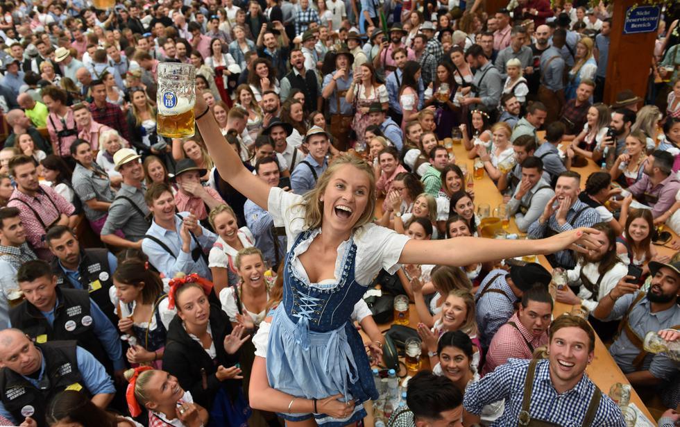 FOTOS   Hoy se inició el famoso festival de la cerveza Oktoberfest en la ciudad de Münich, Alemania. (Foto: AFP)