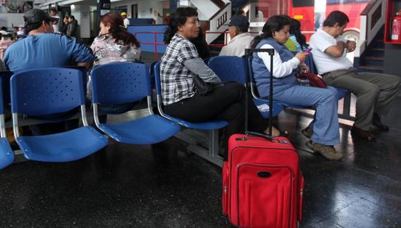 Pasajeros intentaron evitar el asalto, pero no pudieron. (Perú21/Referencial)