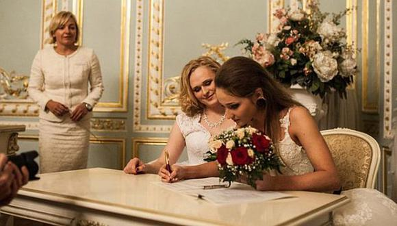 Irina Shumilova, a la izquierda, y su esposa Alyona Fursova. (VK.com/Alyona Fursova)