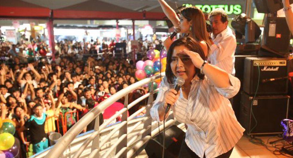 Ministra Jara y sus actividades sirven de plataforma para las apariciones públicas de Nadine. (Martín Pauca)