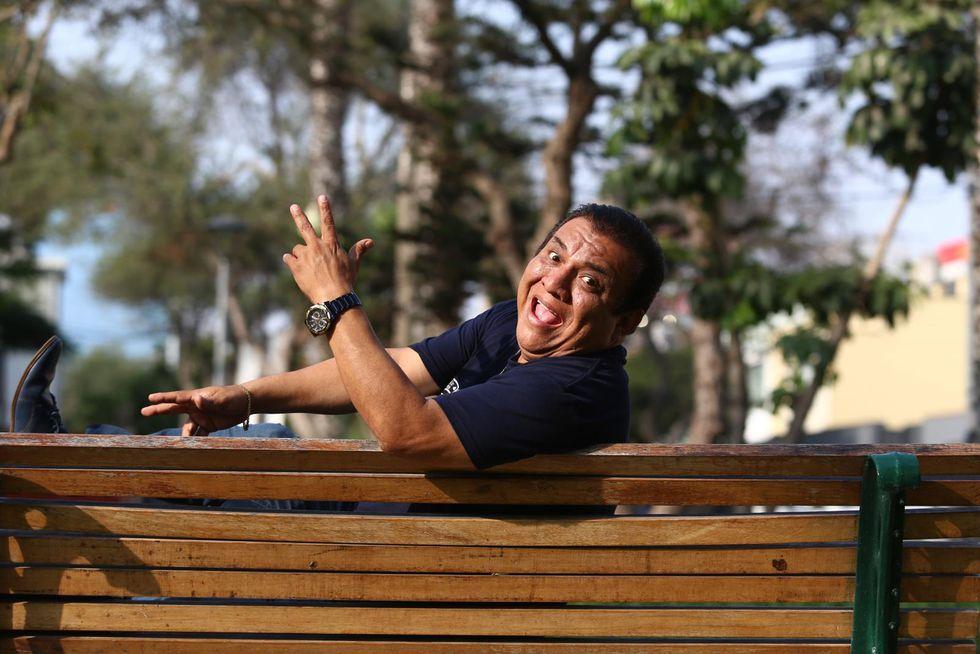 """""""Yo siempre he tratado de no hincar mucho ni meter el dedo en la llaga. He buscado el lado cómico, más que el lado político. Es mi estilo"""", manifiesta Manolo Rojas (Alessandro Currarino/Perú21)."""