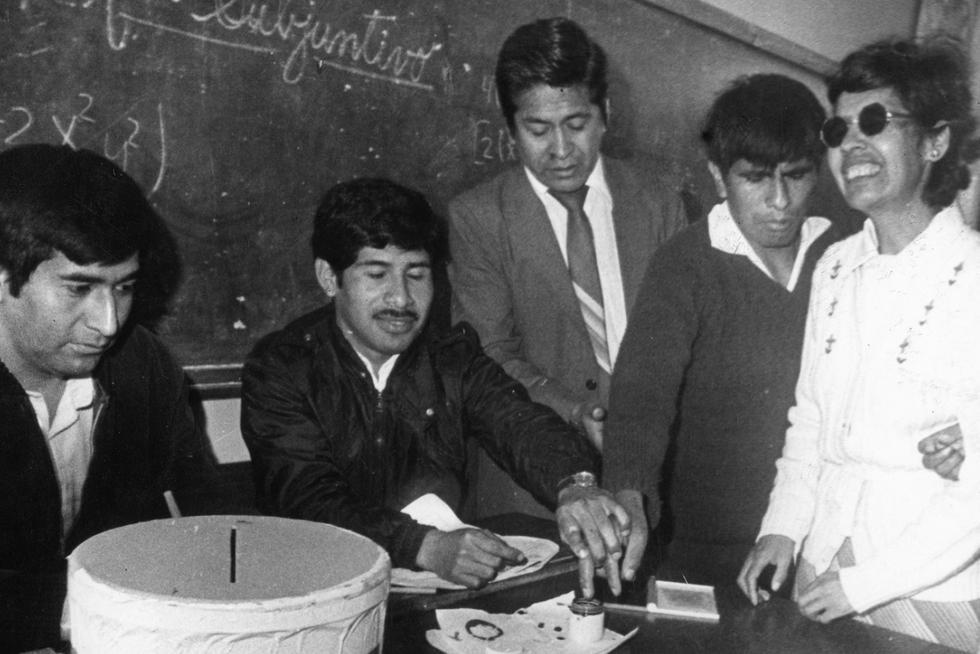 Las elecciones generales se realizaron el domingo 18 de mayo de 1980, luego de 17 años del anterior proceso electoral en el que resultó electo Fernando Belaunde Terry, el cual fue derrocado por el golpe militar de Juan Velasco Alvarado el año 1968. (GEC Archivo Histórico)