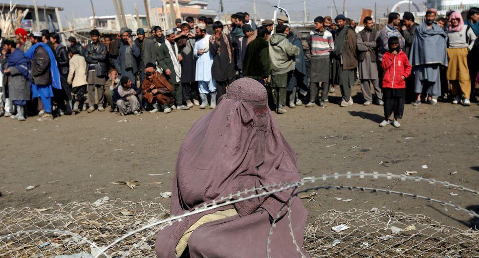 Afganistán: Decenas de hombres lapidan a una mujer acusada de adulterio y luego publican el video en redes (Foto: Omar Sobhani / Reuters)