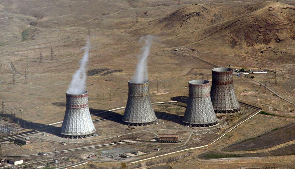 Metsamor (Armenia). Proporciona cerca del 40% de la energía que consume esta pequeña exrepública soviética y es un símbolo de progreso y orgullo nacional. La Unión Europea pidió su cierre en 2004 por estar en una zona de alto riesgo sísmico. (Internet)