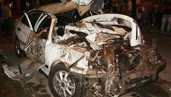 El vehículo quedó completamente destrozado. (RPP)
