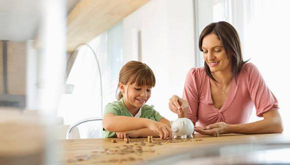 ¿Cómo les enseño a mis hijos a ahorrar? (Getty Images)