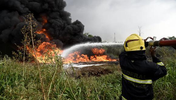 El fuego terminó extendiéndose hasta un gaseoducto cercano a la iglesia. (Foto: AFP)