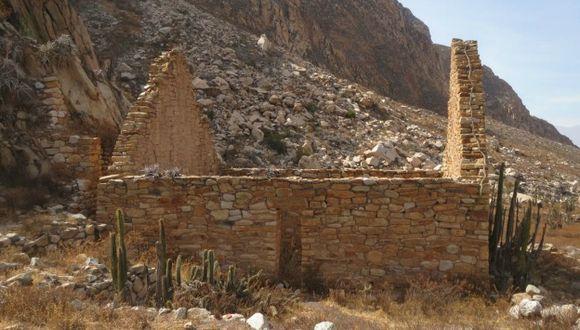 Arequipa: Expertos encontraron estructuras ortogonales de piedra volcánica y argamasa. (Andina)