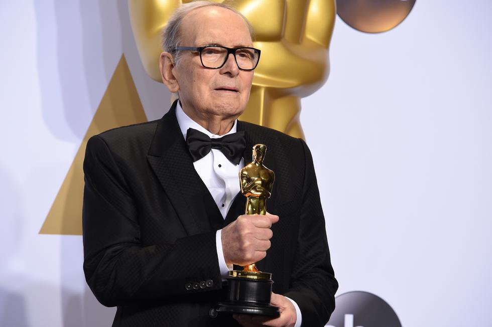 Retiro de  Ennio Morricone deja un gran vacío en al industria del cine. El veterano compositor nunca aprendió inglés y siempre vivió lejos del mundo de Hollywood.  (Foto: AFP)