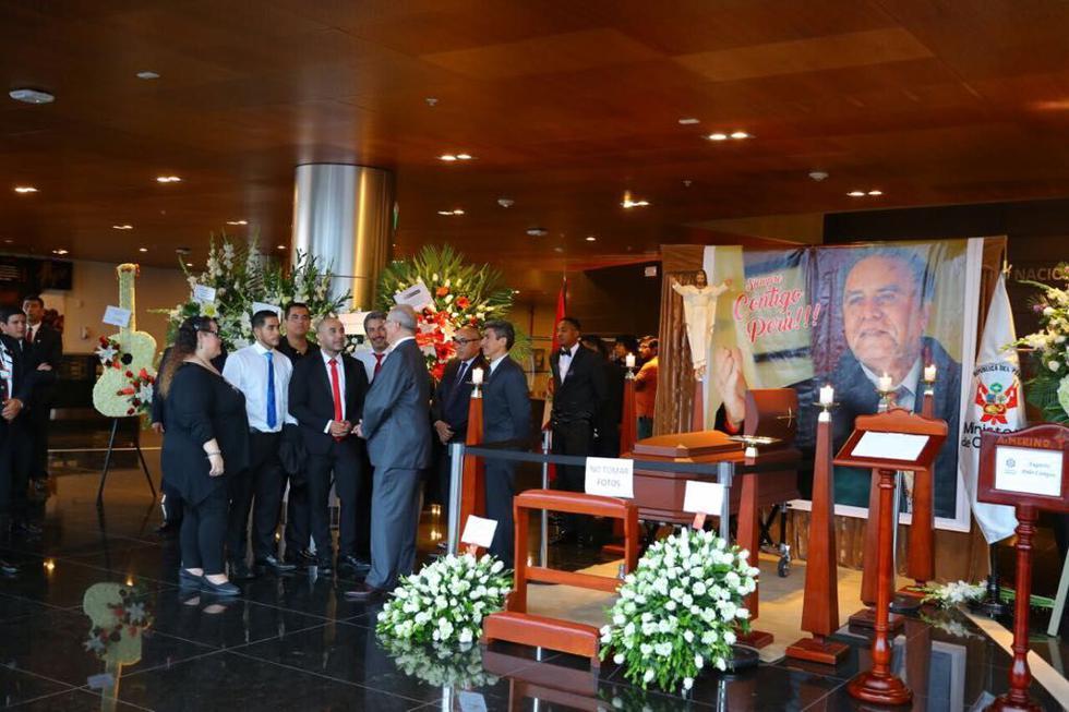 El jefe de Estado acudió esta noche al velorio de Augusto Polo Campos. (Presidencia)