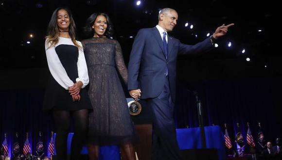 Barack Obama dio emotivo discurso en Chicago acompañado de su familia. (Difusión)
