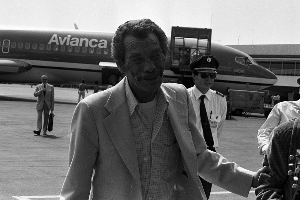 Tras un retorno fugaz a la vecindad en el año 1981, Don Ramón siguió trabajando por su cuenta y gracias a la fama de su personaje recorrió varios países de América Latina presentando su espectáculo circense.  Quizá los nuevos fanáticos de Don Ramón no estén enterados que el actor desafío a la enfermedad que lo aquejaba y llegó a nuestro país un 18 de mayo 1988 para para presentarse con su circo y grabar un comercial para una conocida  marca de turrones. Irónicamente fue Perú el último país que visitó Don Ramón antes de abrazar la muerte.