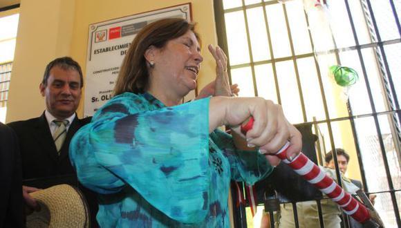 Baño espumoso. Ministra Eda Rivas sufrió incidente en inauguración de talleres en penal de Trujillo. (Randy Cardozo)