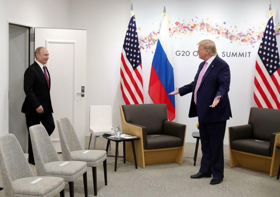 El presidente de Rusia, Vladimir Putin, y el presidente de Estados Unidos, Donald Trump, durante su encuentro en la cumbre del G20 en Osaka. (Foto: Reuters)