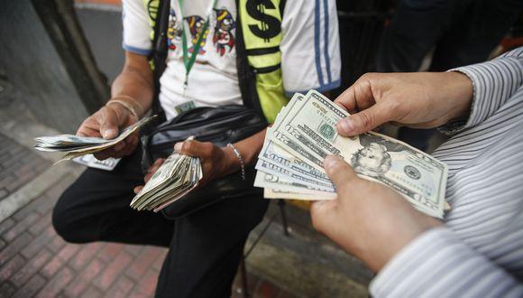Durante horas de la mañana, el dólar registraba pérdidas marginales. (Foto: USI)