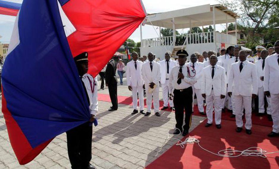 El entonces presidente Jocelerme Privert durante una ceremonia en mayo. El martes dejó el cargo. (Reuters)