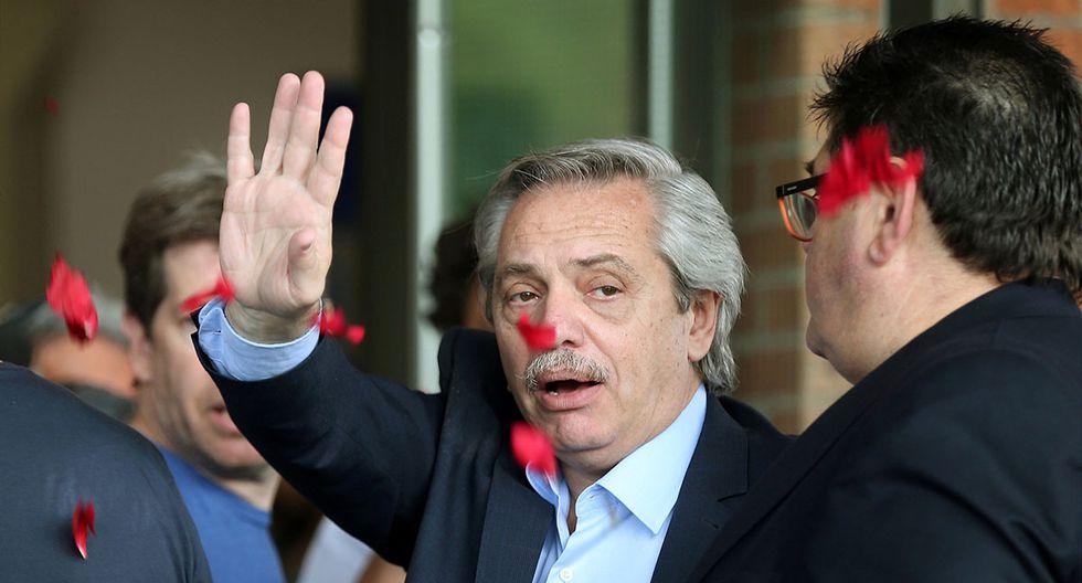 Alberto Fernández llega al colegio electoral donde emitió su voto. (Foto: Reuters)