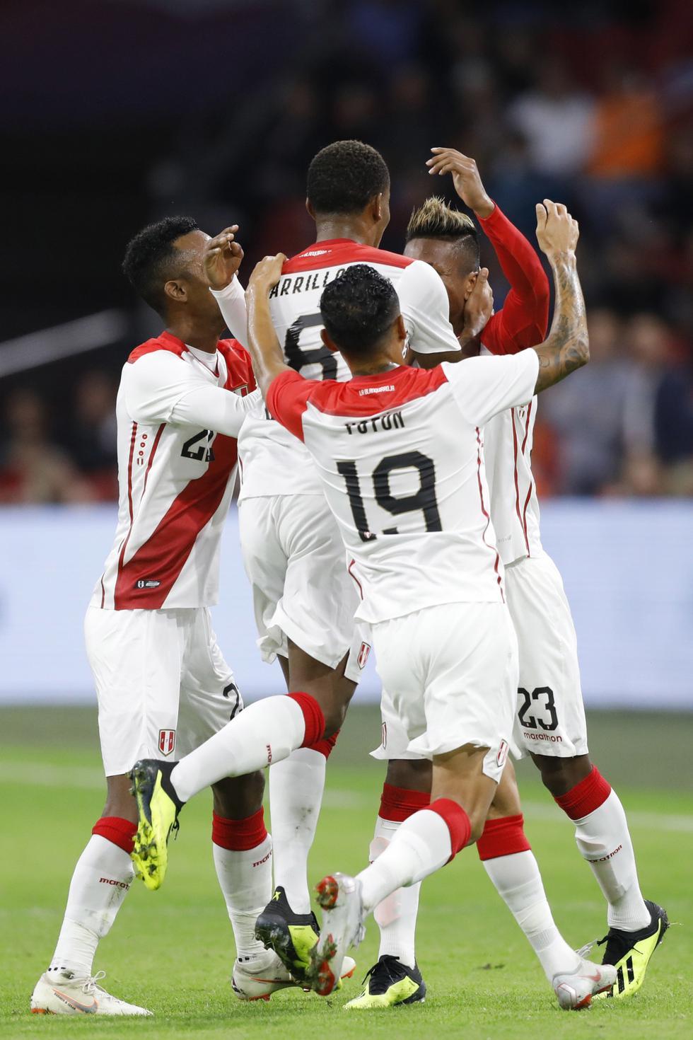 Perú vs. Holanda en el Johan Cruyff Arena. (AP)