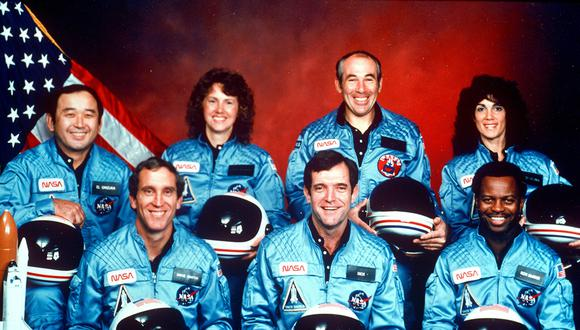** ADVANCE FOR USE FRIDAY, JAN. 28, 2011 AND THEREAFTER ** FILE - This 1986 file photo provided by NASA shows the crew of the space shuttle Challenger, from left, Ellison Onizuka, Mike Smith, Christa McAuliffe, Dick Scobee, Greg Jarvis, Ron McNair and Judy Resnick. (AP Photo/NASA)