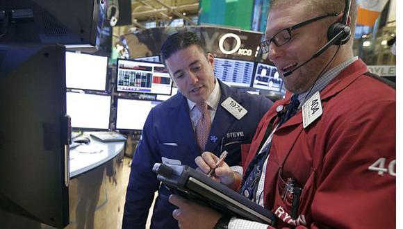 En Wall Street siguen muy atentos las negociaciones en Washington. (AP)