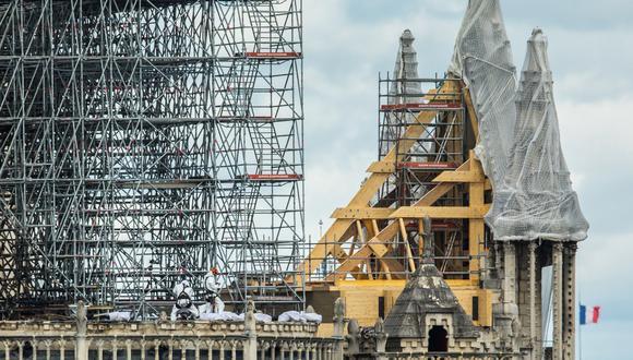 Las autoridades creen que el incendio en Notre Dame pudo deberse a un cortocircuito relacionado con las labores de restauración que se habían iniciado antes del desastre. (Foto: EFE)