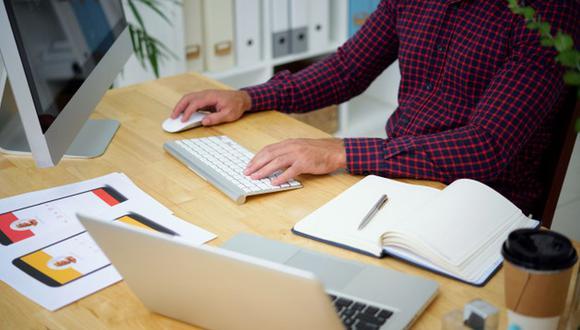 Si el trabajador labora en feriado calendario, tiene derecho a percibir triple sueldo. (Foto:Freepik)
