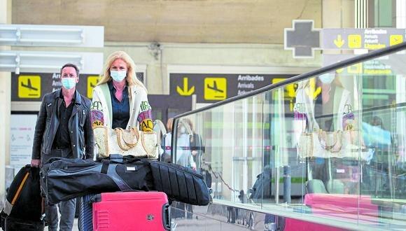 Control. España solicitará cuarentena a viajeros de 12 países. (Foto: AFP)