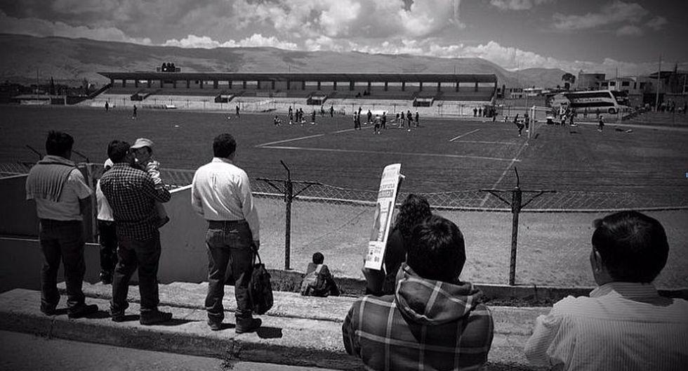 Hombres de prensa atentos a los entrenamientos del Garcilaso. (Luis Gonzales)