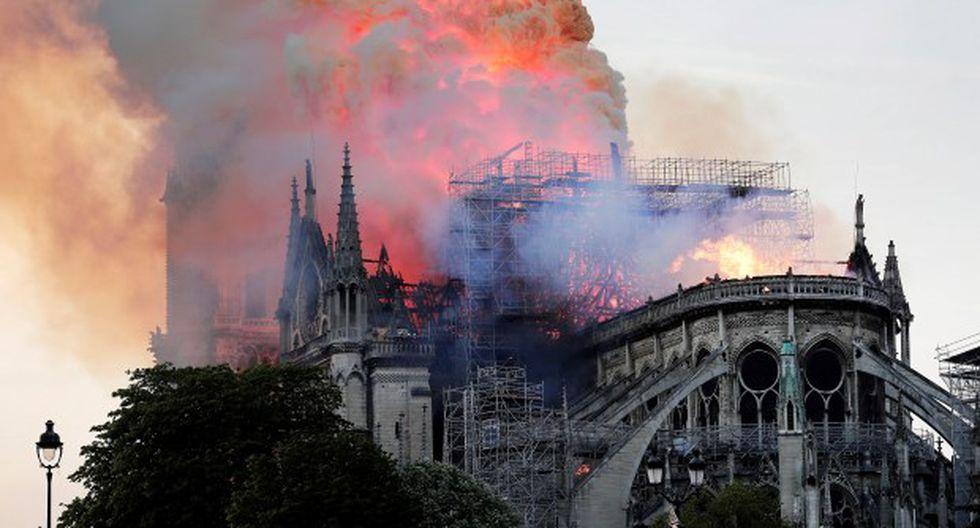 La catedral de Notre Dame de París, uno de los monumentos más emblemáticos de la capital francesa, está sufriendo un incendio. (Foto: EFE)