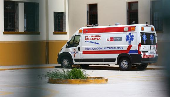 Una ambulancia en emergencias del hospital Loayza. (GEC)