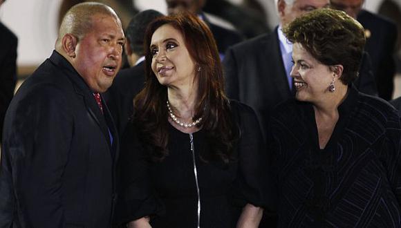 Chávez no pudo retener a las mandatarias en el foro que impulsa. (Reuters)